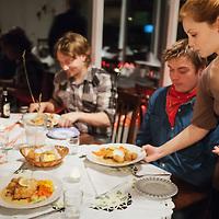 _MG_3874 Langaholt guests get food