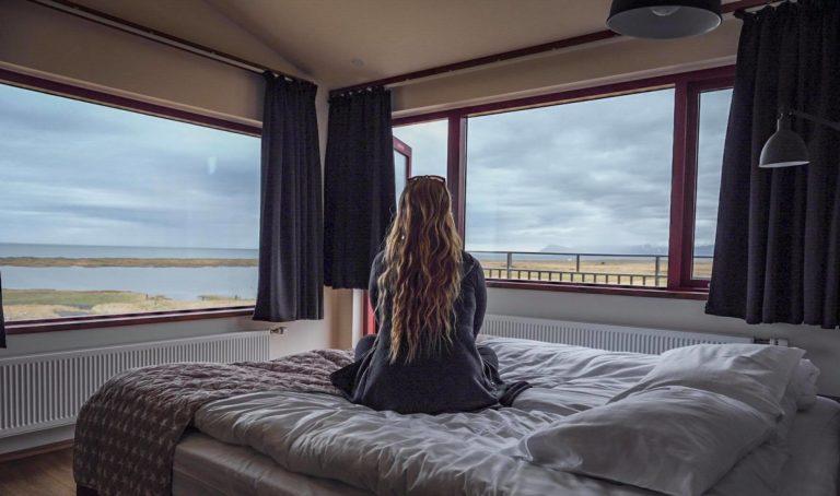 roomgirl-768x454